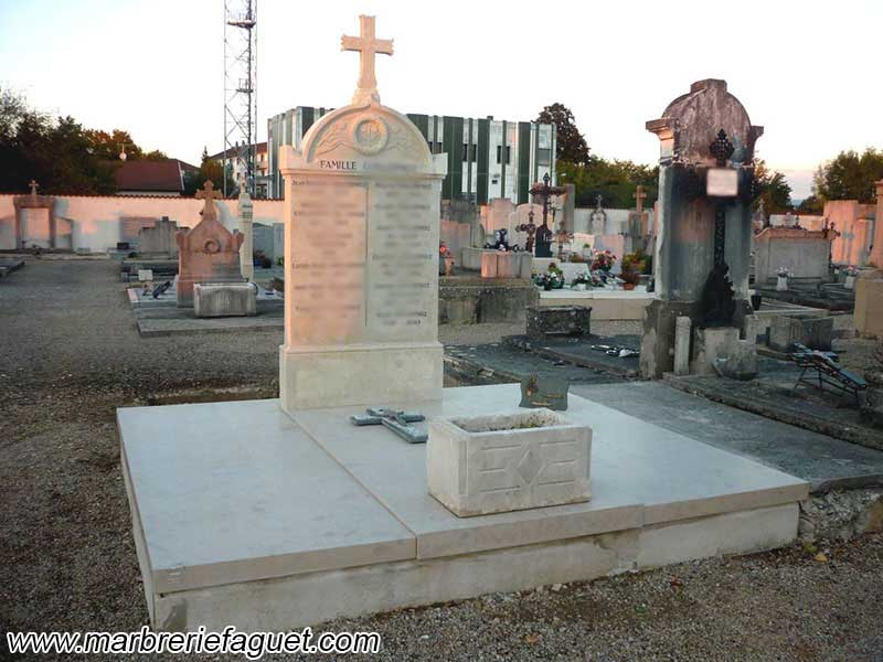 Photo 5 - lavage-tombe-monument