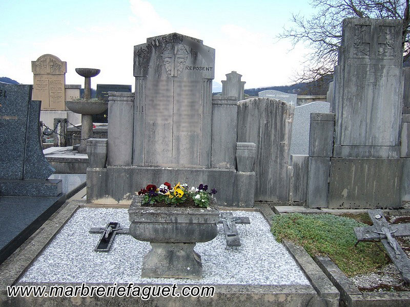 Photo 4 - lavage-tombe-monument