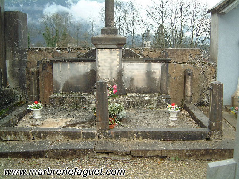 Photo 2 - lavage-tombe-monument