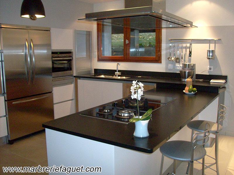 plan de travail en granit noir cr dences et evier massif 38 et 73. Black Bedroom Furniture Sets. Home Design Ideas