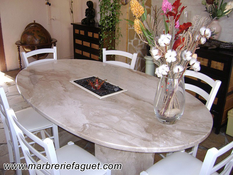 Table en marbre sur mesure et bar en marbre 38 et 73 for Table salle a manger en marbre design
