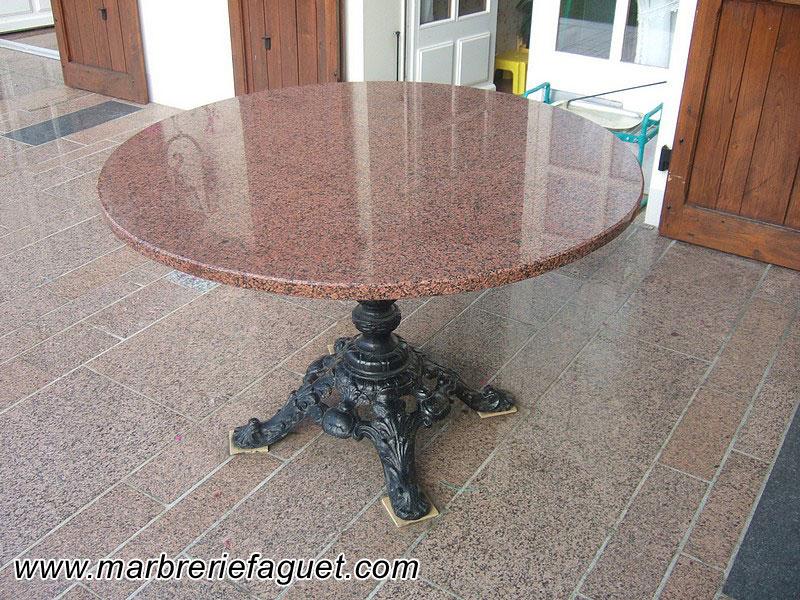 Table en marbre sur mesure et bar en marbre 38 et 73 for Table exterieur granit